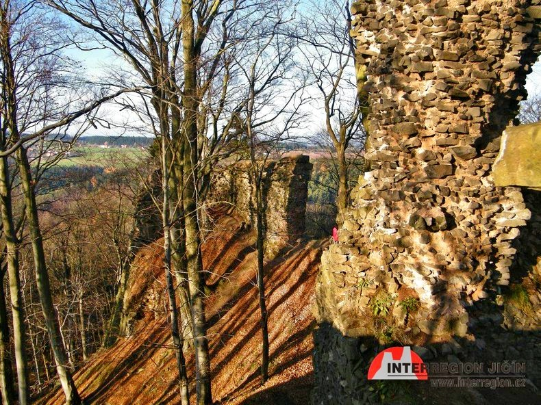 zřícenina hradu z roku 1530